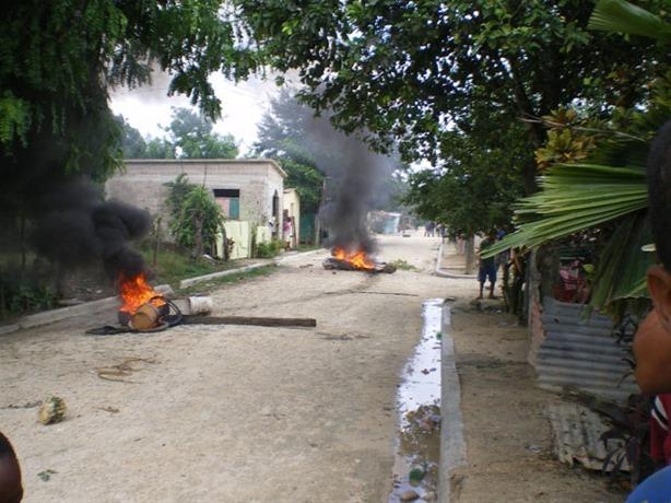 Continúan las protestas en Higüey por los constantes apagones