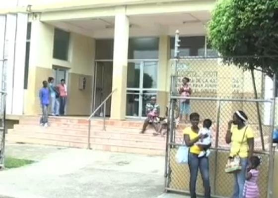 Empleados del hospital de Higüey tienen tres meses sin cobrar