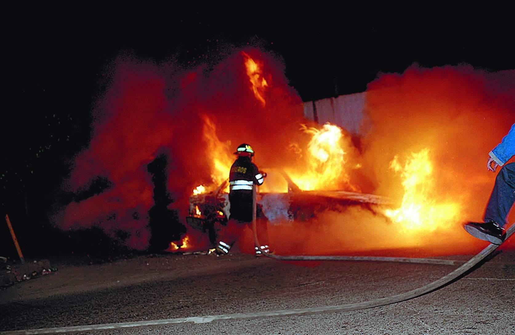 Higüey-Verón: Dos mujeres mueren calcinadas al incendiarse camioneta tras accidente.
