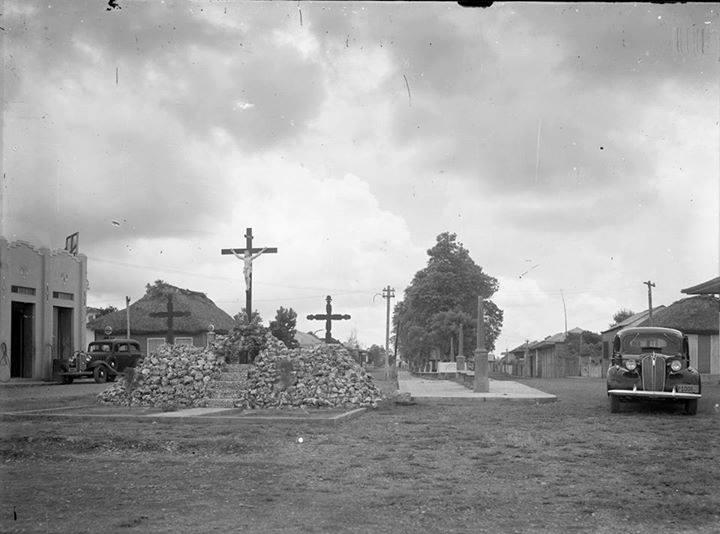 Imagen del ayer, Las 3 cruces allá por el año 1940