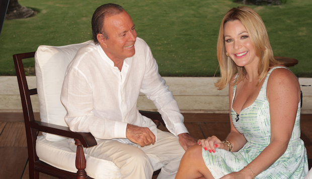 Julio Iglesias y Luz García comparten en Punta Cana