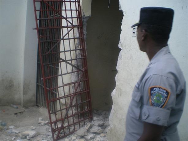 Se inicia demolición cárcel preventiva de Higüey