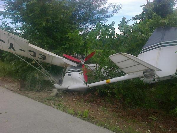 Yuma: avioneta aterriza de emergencia en la carretera, Ciudadano suizo resulta herido al aterrizar.