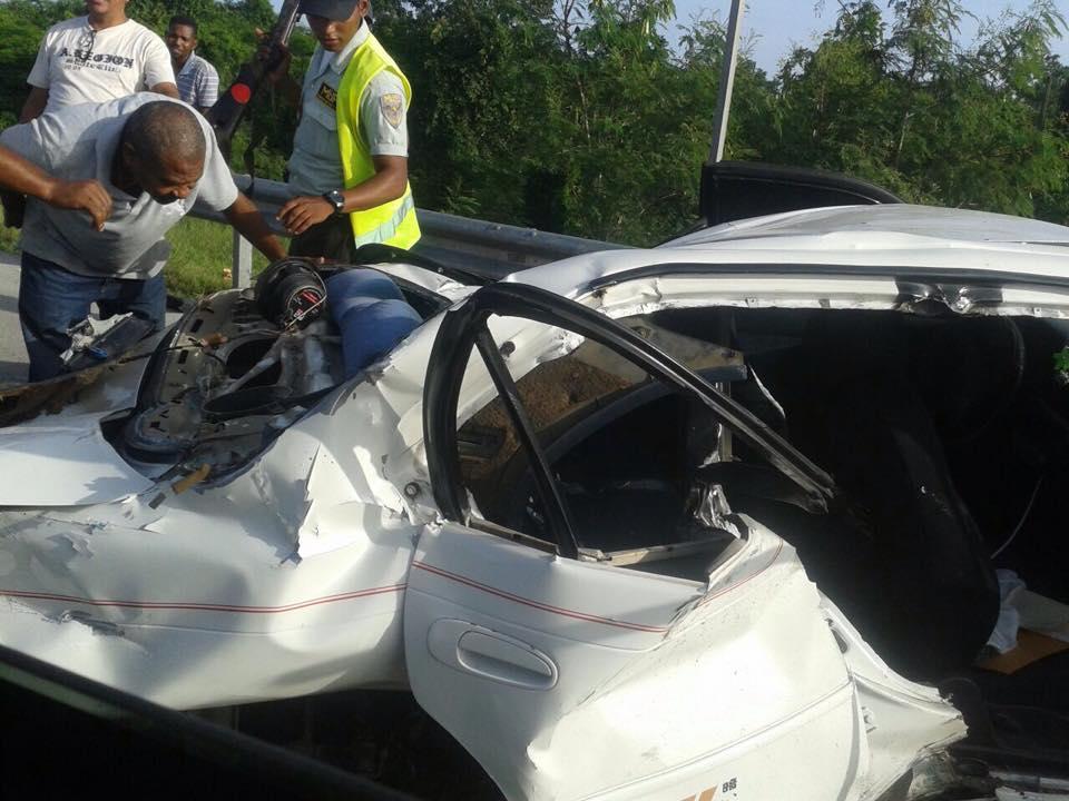 Aparatoso accidente en autopista el coral deja una persona muerta.