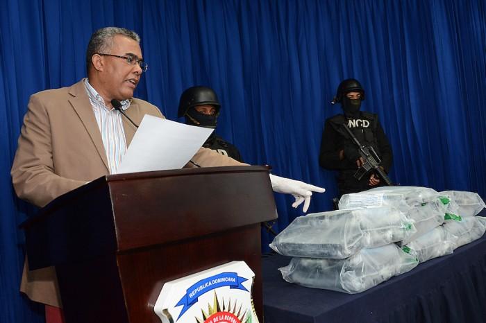 Punta Cana: Apresa a dos extranjeros con 32 paquetes de droga en aeropuerto.