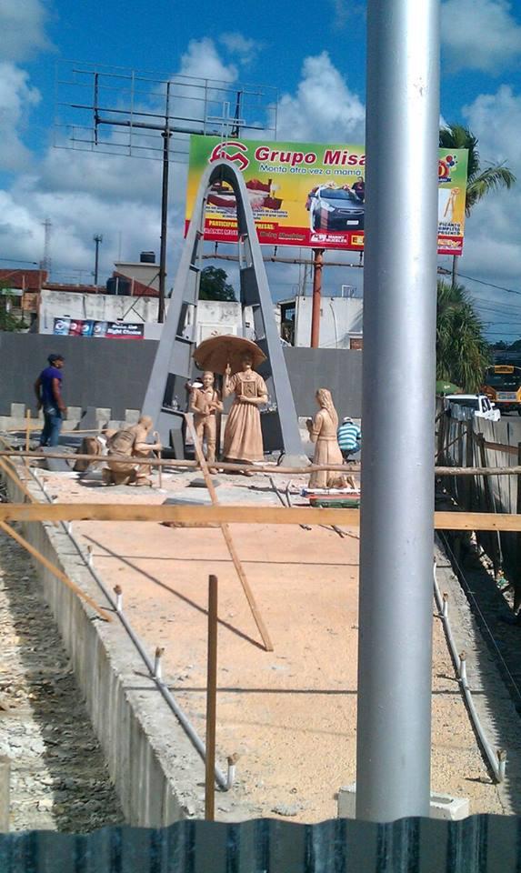 Avance de la Construcción del monumento al peregrino en la entrada de la ciudad.