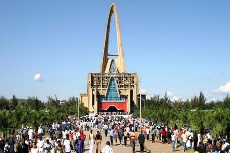 Cientos acuden a Higüey a pedir milagros y pagar promesas