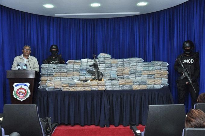 Boca de Yuma: DNCD decomisa 597 paquetes de cocaína en una cueva.