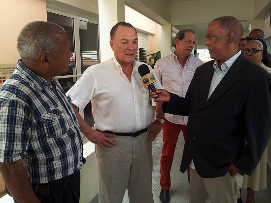 Presidente del grupo punta cana visita acilo de anciano de Higüey.