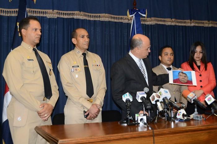Detienen red intentó traficar 117 personas hacia Puerto Rico en la altagracia.