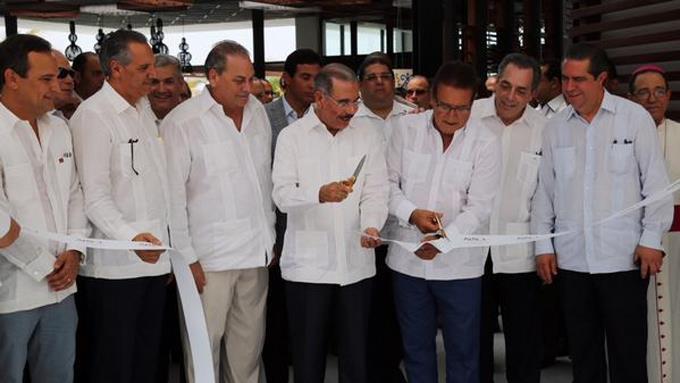 Presidente Medina asiste a inauguración de hotel en Punta Cana.