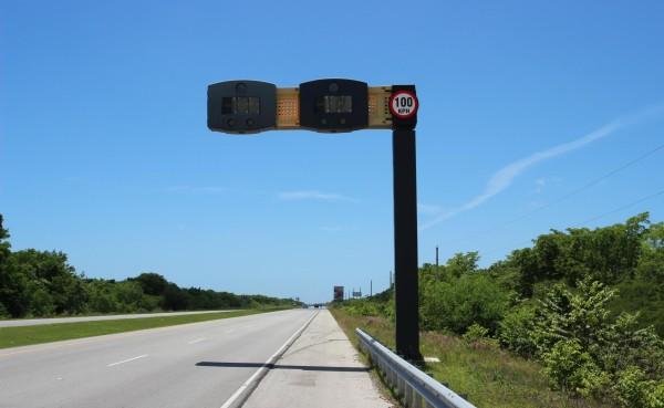 En estado de abandono están los medidores de velocidad en el este, nunca funcionaron.