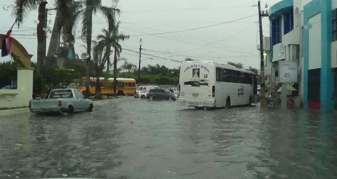 Plaza restauración inundada por fuertes lluvias en el día de ayer.