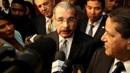 Presidente Danilo Medina Acudió al velatorio del padre de su asistente Robert de la Cruz.