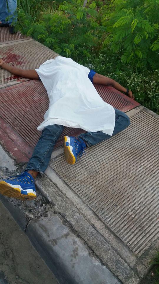 Dos hombres fueron ultimados a tiros esta mañana frente a una ferretería en la carretera Higüey – Verón.