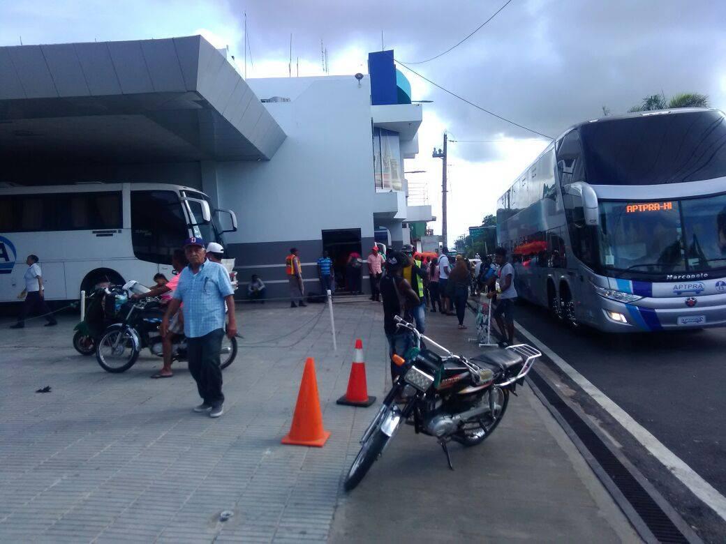Se paraliza Transporte de Higüey-Santo Domingo y Bávaro-Punta Cana por trifurca entre compañías.