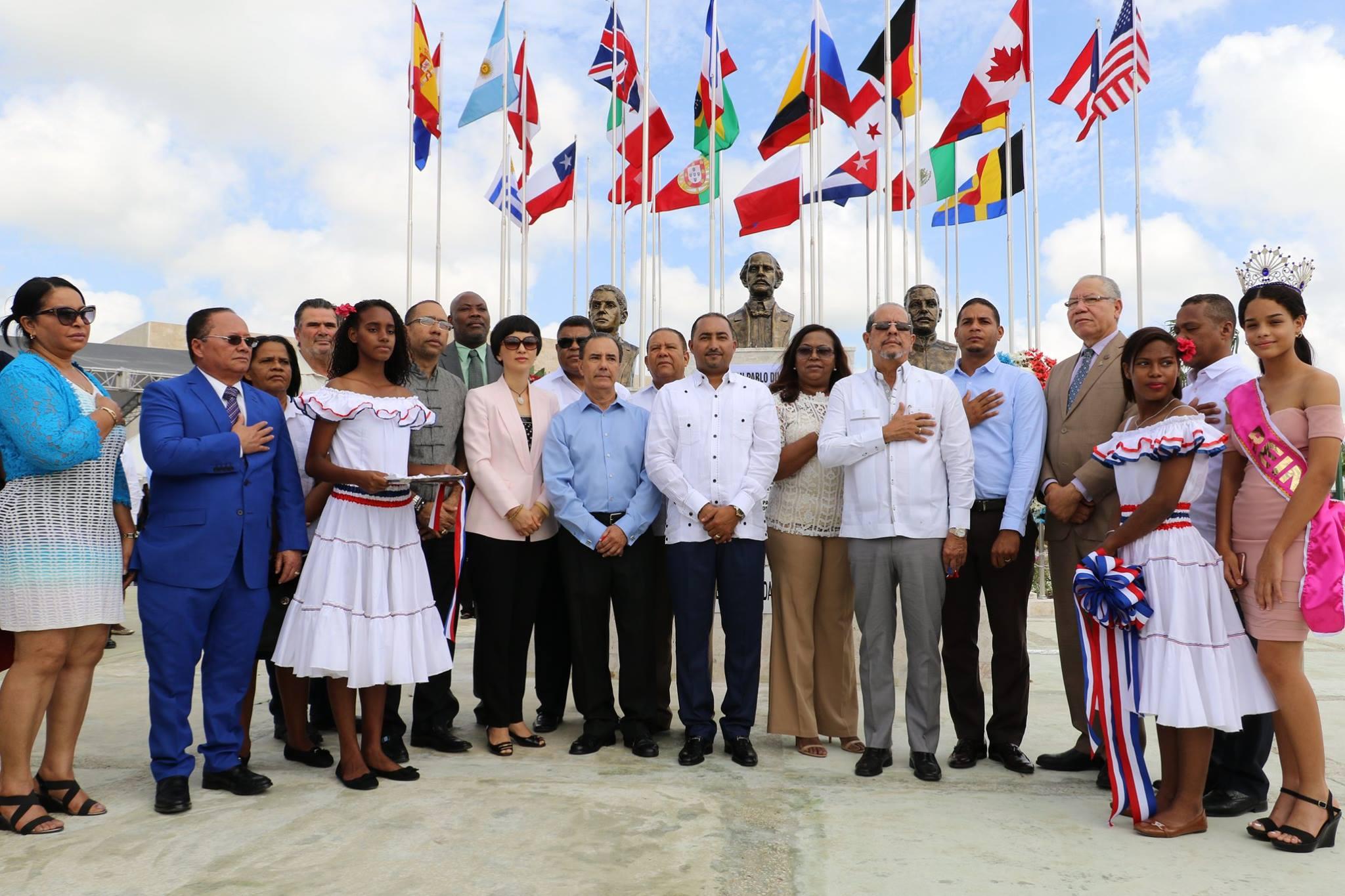 El ayuntamiento Verón Punta Cana Inaugura plaza de hermandad internacional.