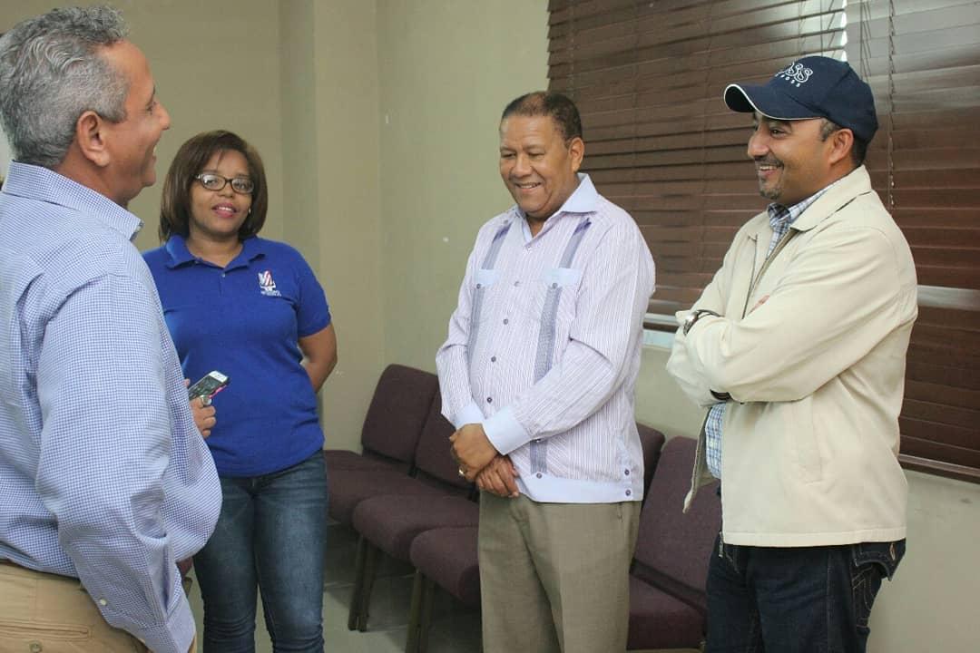 Gobernador provincial se reunió con varias autoridades en La Ceiba para tratar temas de la comunidad.