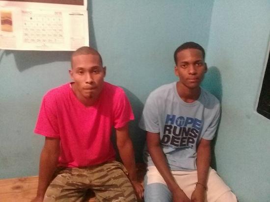 La policia apresa a dos jóvenes en Higuey por muerte de un hombre en el higueral.