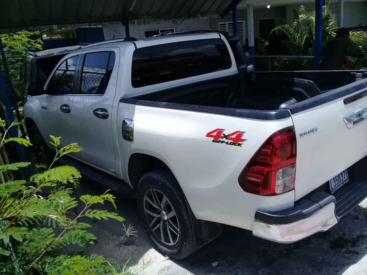 [Verón] Policía Nacional recupera camioneta Toyota HILUX Color Blanco robada en SD.