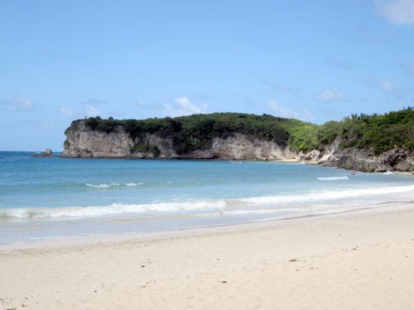 Turismo desmiente que tenga planes de privatizar playa del macao.