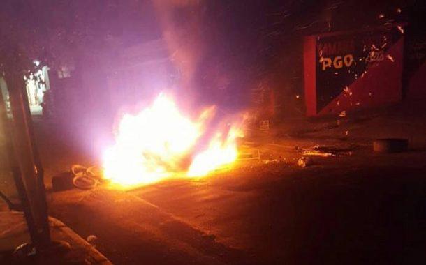 Higüey bajo quemazón por protesta de largos apagones en diversos sectores.