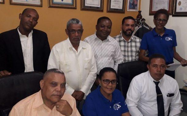 ADP Higüey aclara uso de los fondos que reciben de los profesores.