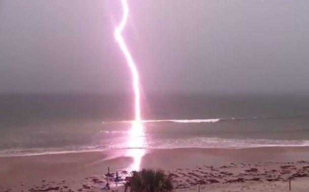 French tourist dies when struck by lightning in Las Terrenas - Un touriste français meurt lorsqu'il est frappé par la foudre à Las Terrenas