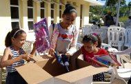"""Grupo Puntacana llevó """"Un Regalo de Reyes"""" a más de 400 niños en La Otra Banda."""