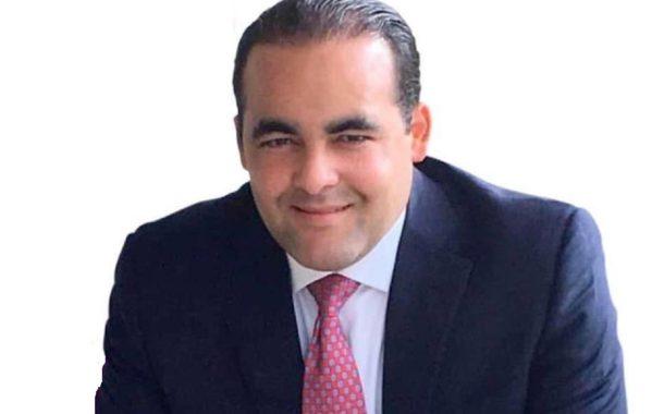 """Robert de la Cruz asegura que """"dejará el forro en las calles"""" para ser senador."""