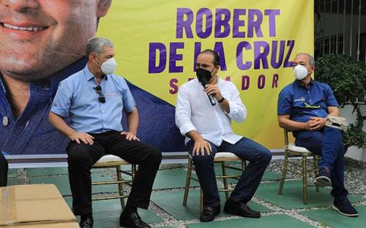 Gonzalo Castillo visita a Robert De la Cruz en Higüey.