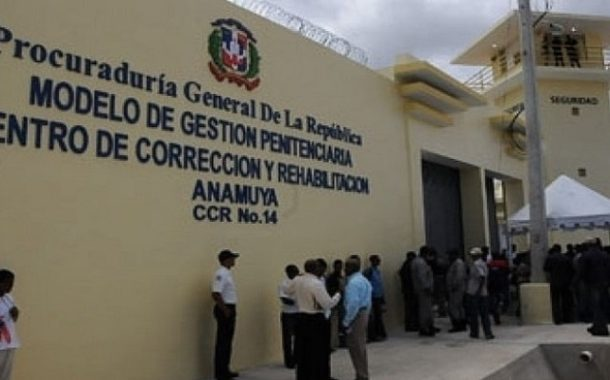 Trasladan 50 presos de la preventiva al Centro de Corrección de Anamuya en Higüey.